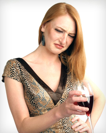 woman-drinking-bad-wine-vert_jnnnly